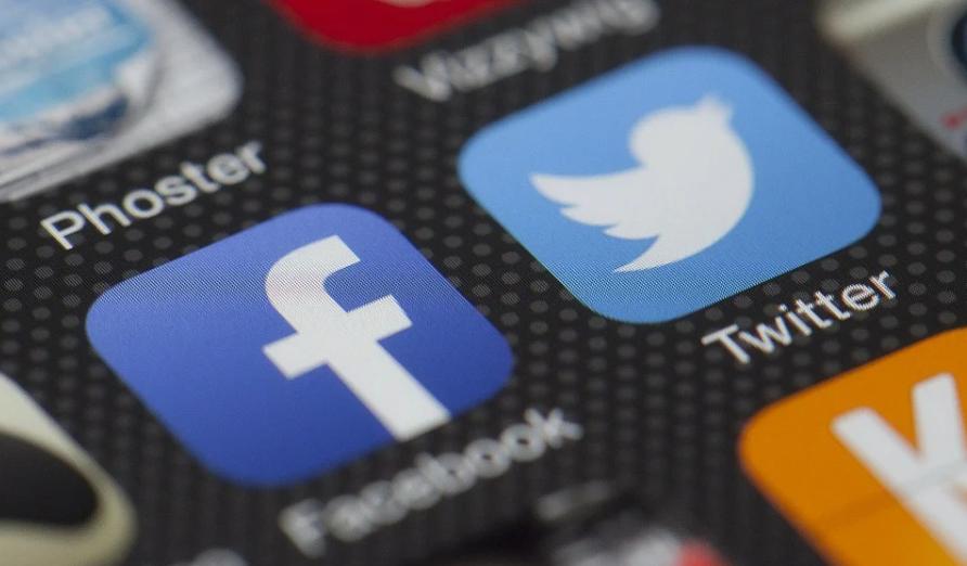 Vérifier la photo de profil d'un nouveau contact dans un réseau social